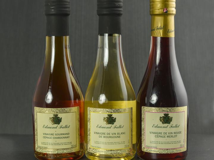 Vinaigre de vin blanc aromatis la noix en for Nettoyage carrelage vinaigre blanc